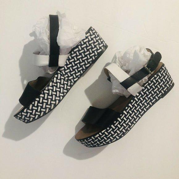 ZARA Womens 8  Black And White Weave Design Sandal
